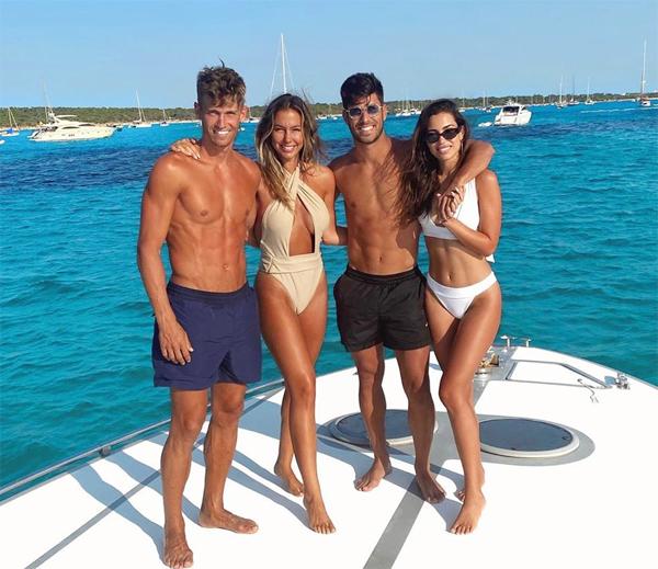 Sao trẻ Real Marco Asensio (thứ hai từ phải sang) và đồng hương Marcos Llorente (Atletico) đưa bạn gái đi nghỉ mát cùng nhau.