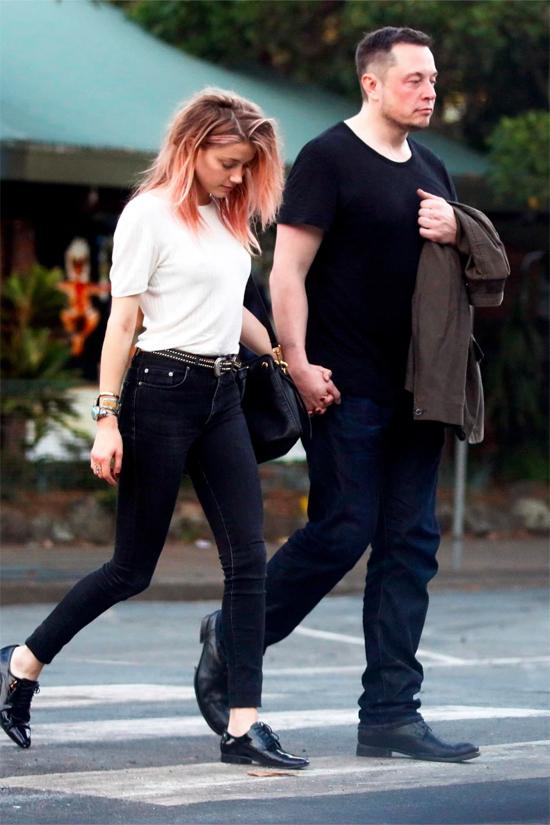 Elon Musk và Amber Heard tại Australia năm 2017.