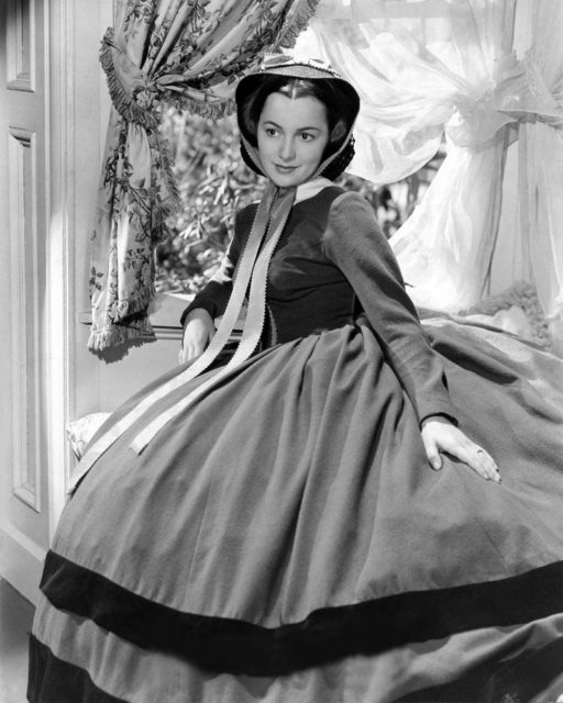 Bước ngoặt lớn đến với Olivia de Havilland năm 1939 khi cô được nhận vai  Melanie Hamilton trong phim Gone with the Wind (Cuốn theo chiều gió) dựa theo cuốn tiểu thuyết cùng tên. Tác phẩm điện ảnh gây tiếng vang lớn và Olivia nhận đề cử Nữ diễn viên phụ xuất sắc đầu tiên trong đời.