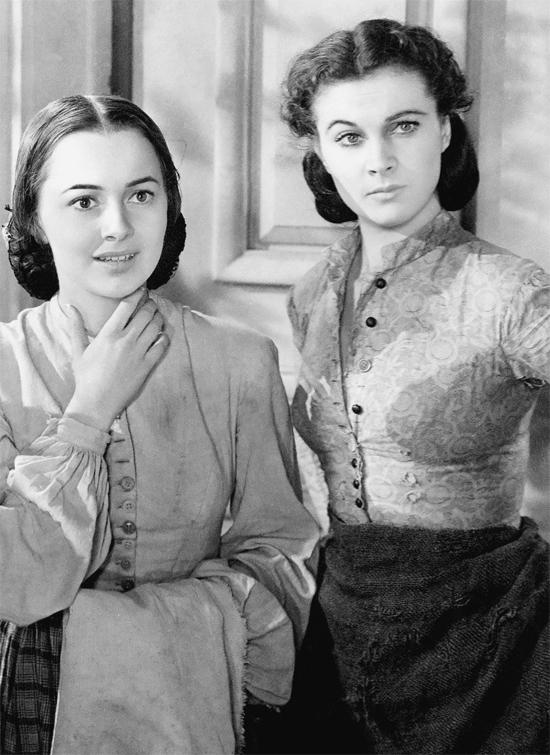 Vai diễn Melanie dịu dàng, tinh tế của Olivia bên cạnh một Scarlett OHara nóng bỏng, cá tính (Vivien Leigh thủ vai) nhận được sự yêu mến của đông đảo khán giả.