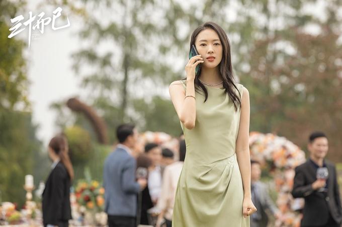 Trong phim truyền hình 30 chưa phải là hết, Đồng Dao vào vai Cố Giai - một bà nội trợ tuổi 30 khéo léo, nhạy cảm, giỏi ngoại giao, giúp chồng trong cả việc gia đình lẫn sự nghiệp nhưng sau này bị chồng phản bội.Diễn xuất tự nhiên như sống cùng nhân vật, Đồng Dao cùng vai diễn của mình trở thành từ khóa được tìm kiếm, bình luận nhiều trên mạng Trung Quốc.
