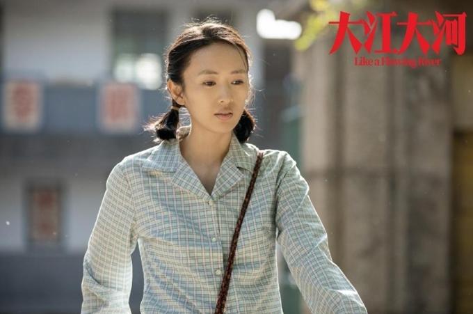 Đồng Dao hóa thân thành phụ nữ thập niên 1970 trong Đại giang đại hà.