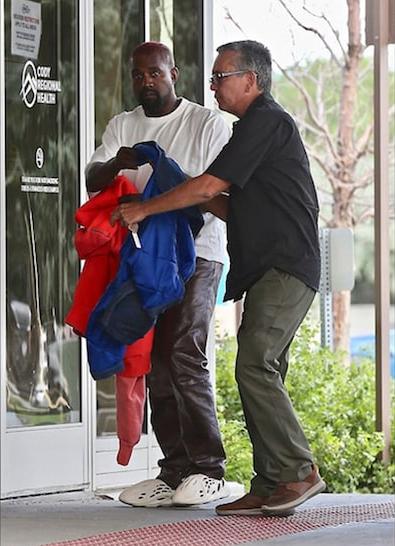 Kanye West tới bệnh viện hôm thứ 7.