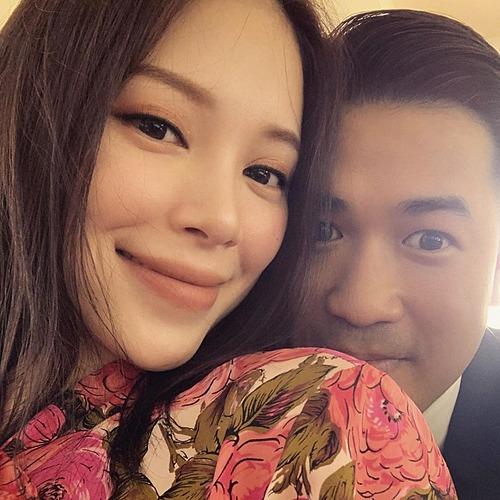 Linh Rin hạnh phúc bên Phillip Nguyễn sau một năm yêu.