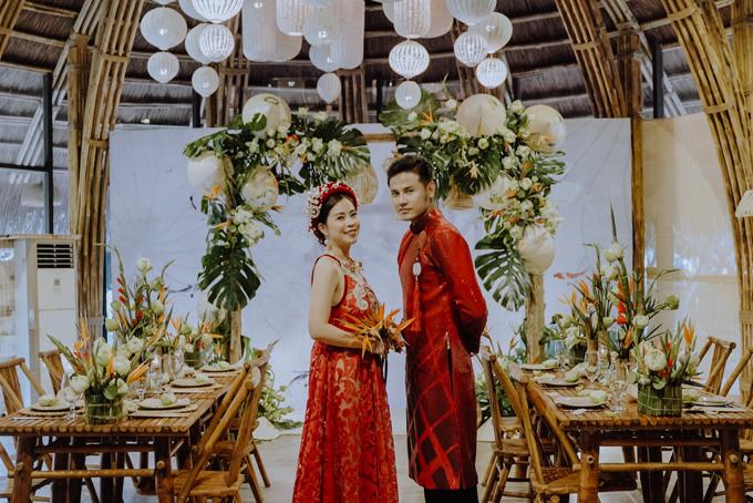 [Caption] ion]Concept được team Moon thực hiện nhân kỷ niệm 1 năm ngày cưới của DIỄN VIÊN NGỌC ÁNH & ANH TÀI. Khi mọi thứ đang phát triển thì xu hướng con người luôn muốn quay về với giá trị văn hoá, mà ở đâu đó phải lồng ghép làn gió của hơi thở thời đại vào trong tác phẩm. THE HARMONY - Lấy cảm hứng từ hình tượng của mây, tre, lá trong văn hóa lâu đời của người Việt.