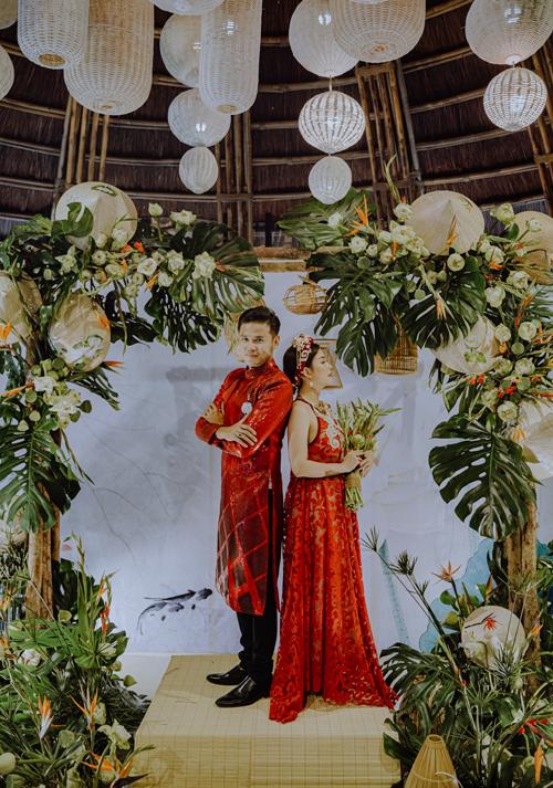 Vũ Ngọc Ánh chia sẻ, cô cảm thấy như được sống lại giây phút mặc áo cưới sánh đôi chồng ở hôn lễ.