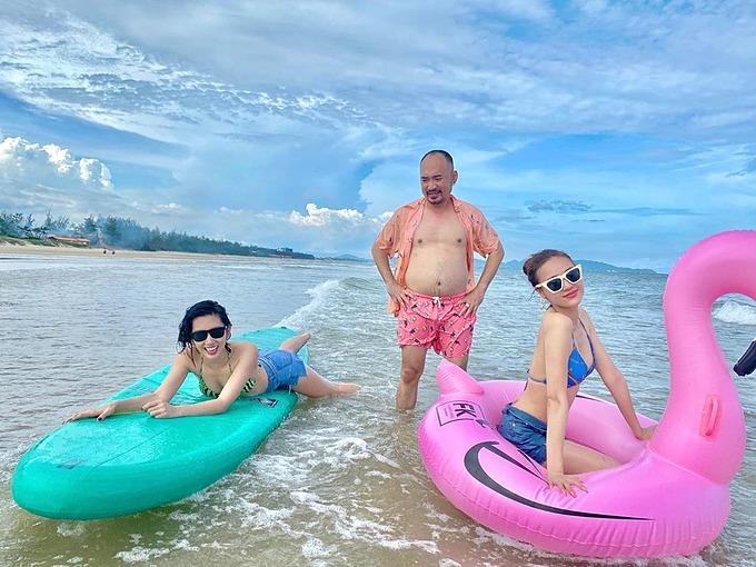 Thúy Ngân, Ninh Dương Lan Ngọc cười thả ga trong chuyến chơi biển cùng diễn viên Tiến Luật và những người bạn.