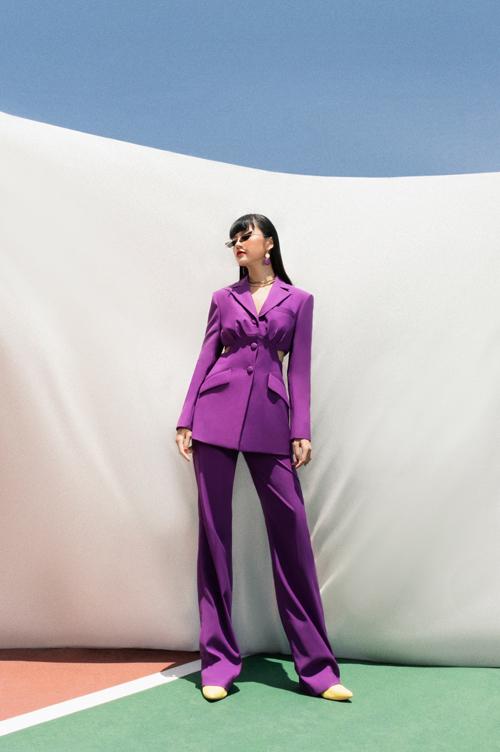 Mang hới hướng menswear nhưng các thiết kế vẫn không làm phái đẹp mất đi nét nữ đính và duyên dáng của mình.