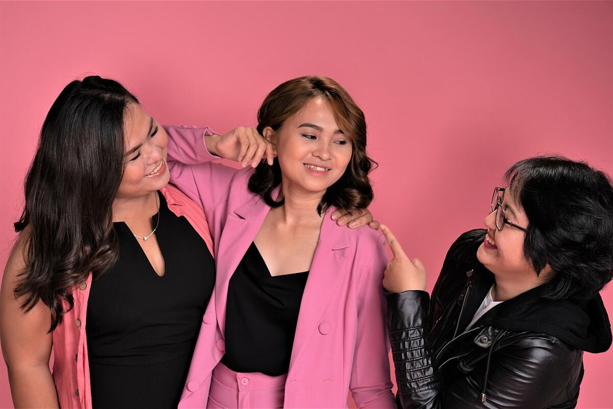 Bảo Ngọc, Ngọc Diễm, Thanh Trúc (từ trái qua) là 3 cô gái mạnh mẽ phải đương đầu với bệnh ung thư từ khi còn rất trẻ.