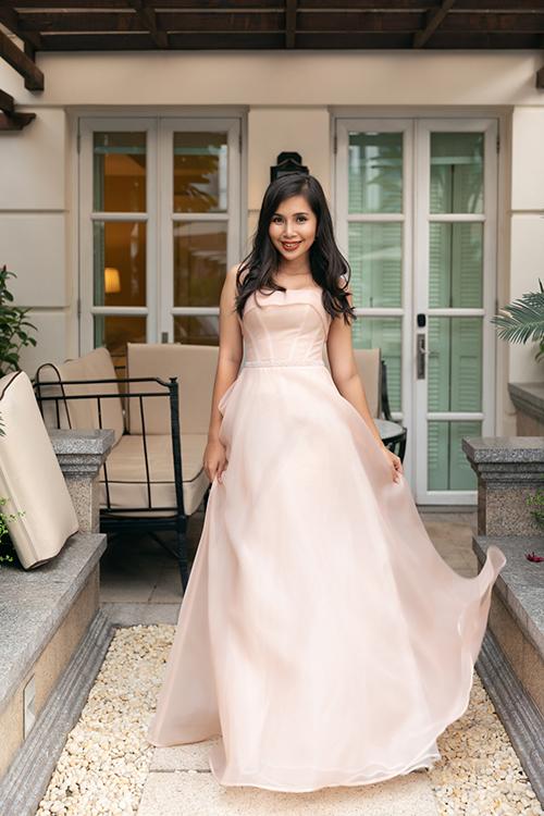 Bảo Trâm - bạn thân á hậu diện váy quây ngang ngực, giúp khéo léo khoe nét đẹp hình thể.