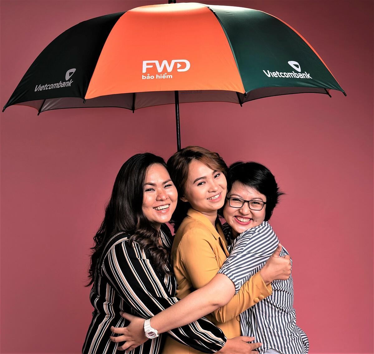 Cả ba cô gái đang là đại sứ của chiến dịch Sớm bảo vệ, Tự tin sống giúp cảnh báo tình trạng trẻ hóa bệnh ung thư tại Việt Nam, đồng thời chung tay đóng góp xây dựng Thư viện tóc giả cho các bệnh nhân ung thư.