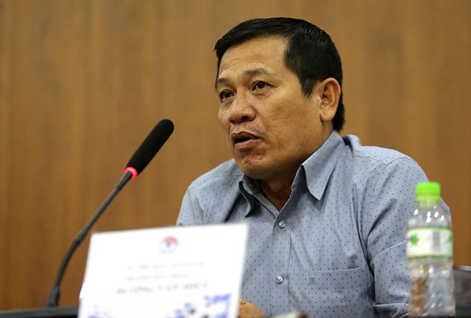Trưởng Ban trọng tài Dương Văn Hiền trả lời truyền thông chiều 28/7. Ảnh: Hải Đăng.