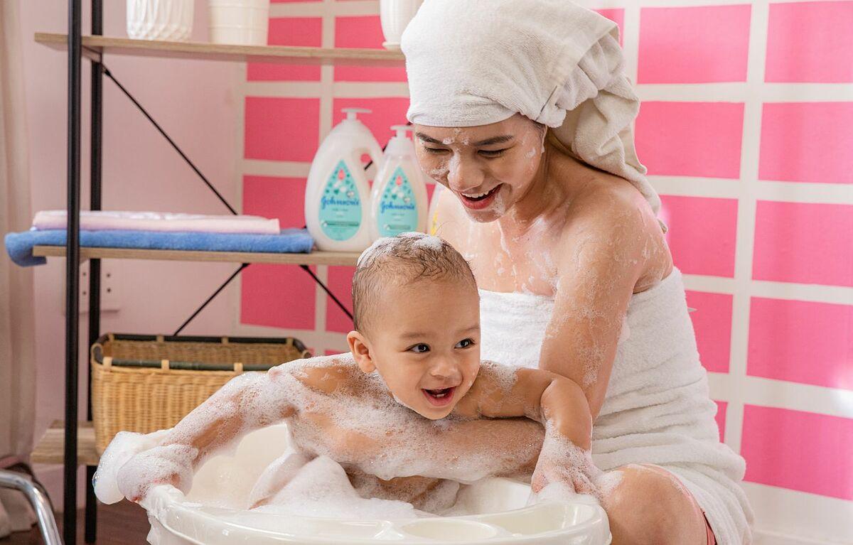 Dù con đã lớn khôn nhưng mẹ vẫn mong con giữ được làn da thơm mềm mịn sữa.