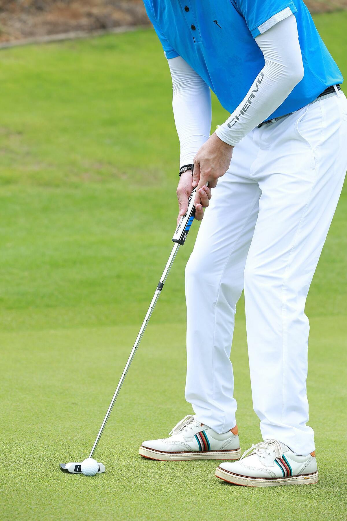Trải qua hơn 30 năm nghiên cứu, các công nghệ vải Chervo đã được sự thẩm định và công nhận bởi các chuyên gia về golf. Ngoài ra, với đường may tỉ mỉ, sản phẩm của Chervo còn có khả năng giữ form, sợi vải đàn hồi tốt, tăng độ bền cho sản phẩm dù bị kéo, giật mạnh hay sử dụng với tần suất liên tục.