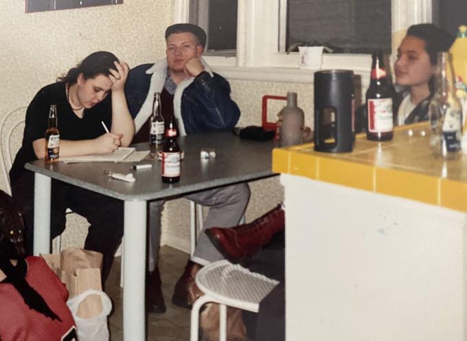 Những bức ảnh Angelina Jolie thời tuổi teen nổi loạn - 10