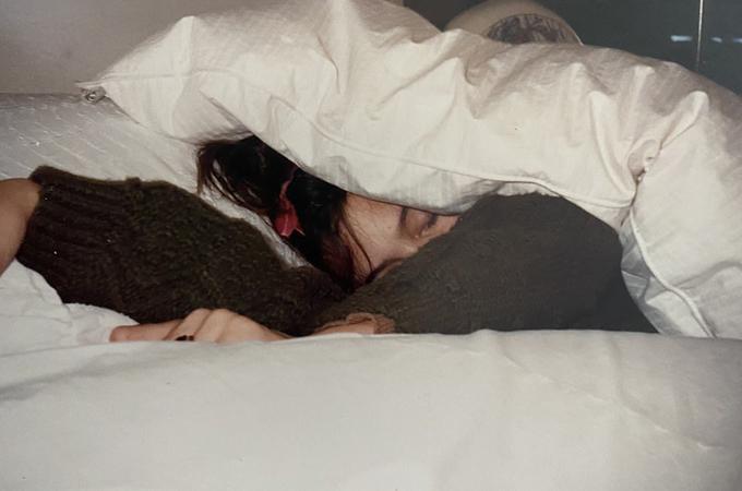 Những bức ảnh Angelina Jolie thời tuổi teen nổi loạn - 12