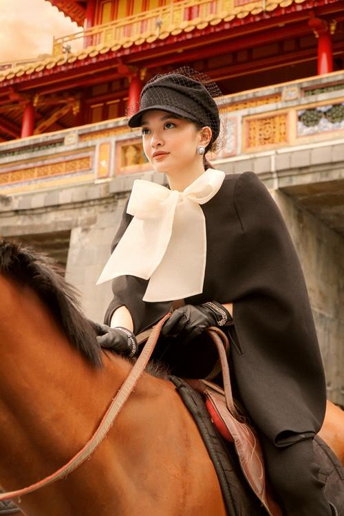 Để chuẩn bị cho vai diễn, Kaity Nguyễn đã tập cưỡi ngựa trong khoảng hai tuần trước khi ra Huế bấm máy những thước phim đầu tiên vào tháng 6.