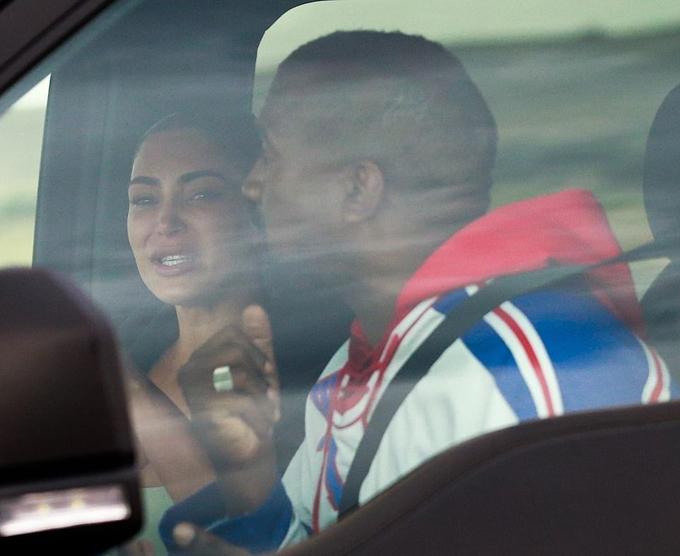 Ngôi sao 39 tuổi vừa khóc vừa nói chuyện với Kanye West trên xe.