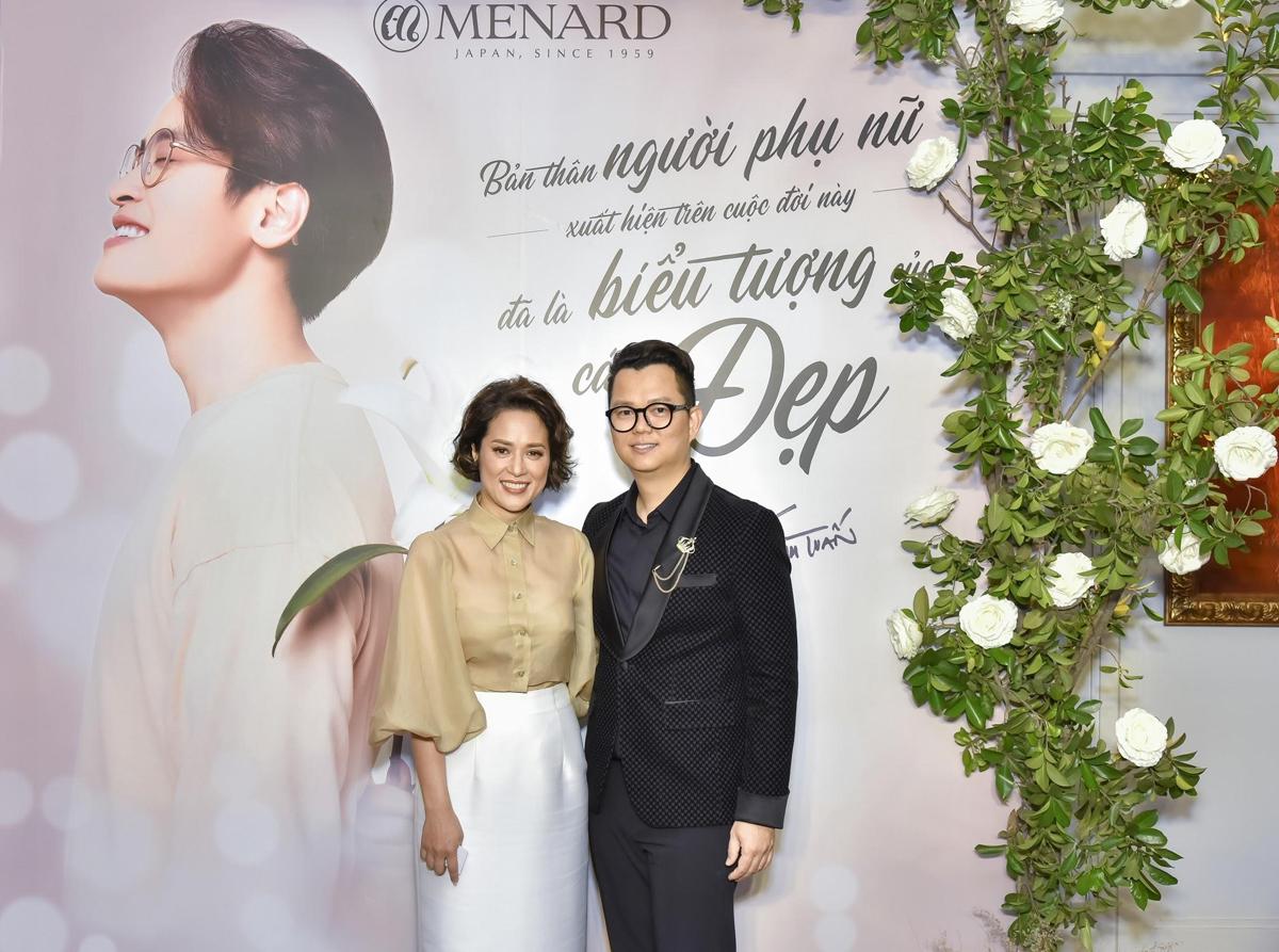 Tham dự sự kiện, đạo diễn Long Kan gửi lời chúc mừng tới thương hiệu: Chúc mừng Menard Việt Nam và ca sĩ Hà Anh Tuấn trong mối duyên lành cùng hướng đến vẻ đẹp đích thực. Người có duyên trăm phương vẫn gặp.
