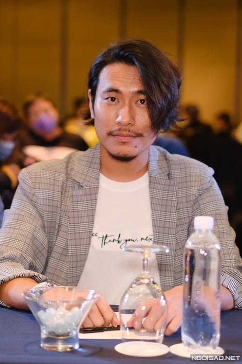 Kiều Minh Tuấn dự họp báo phim Tiệc trăng máu chiều 28/7.