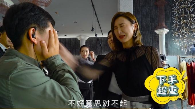 Cao Hải Ninh sợ hãi khi Giang Sơ Ảnh cầm tay hướng dẫn cô lực đánh