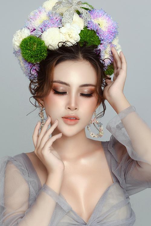 Bộ ảnh được thực hiện bởi nhiếp ảnh: Fynz, trang điểm: Đặng Quỳnh, stylist: Hùng Việt, làm tóc: Hồ Liên.