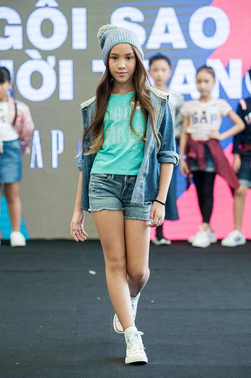 Năm 2018, Lucy Bùi giành giải nhì trong một cuộc thi tìm kiếm gương mặt đại diện cho một nhãn hiệu thời trang với giám khảo là siêu mẫu Xuân Lan.