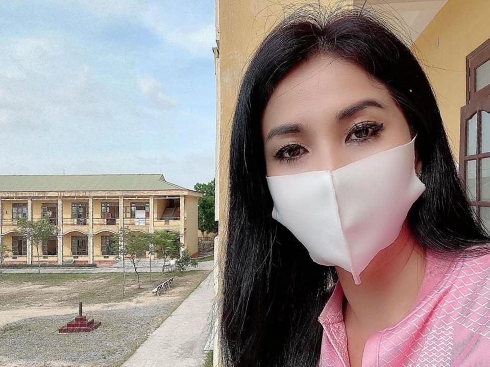 Về nước, Lý Hương và con gái thực hiện cách ly ở Trung đoàn 125, tỉnh Hải Dương. Cô nhanh chóng làm quen cuộc sống mới tại đây.