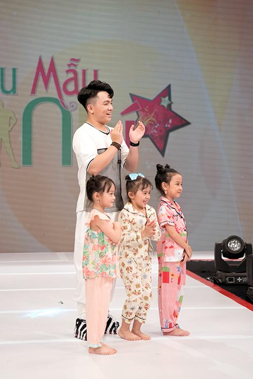Bé Ben (Nguyễn Hoàng Quân) đảm nhận vai trò MC cùng 3 thí sinh tham gia ghi hình ở tập này.