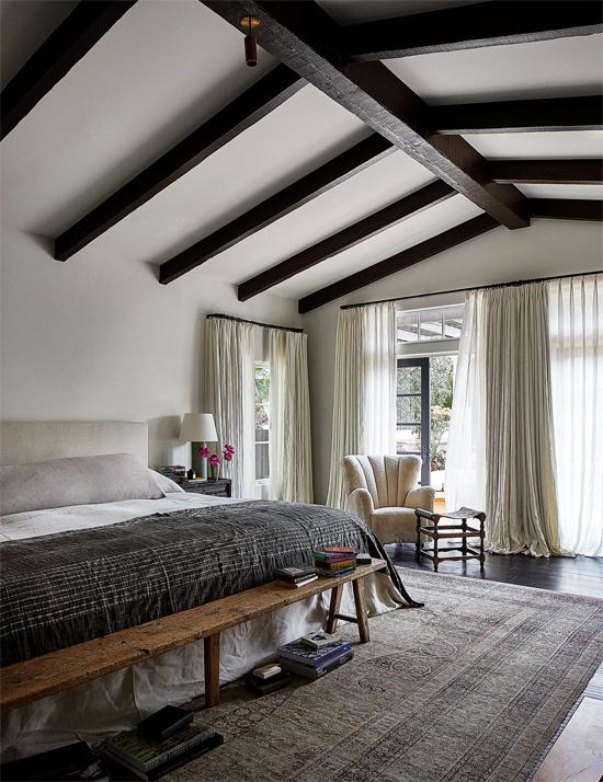 Một trong ba phòng ngủ của biệt thự. Ngôi nhà vốn có 5 phòng ngủ nhưng Kendall đã sửa hai phòng thành nơi thay đồ.