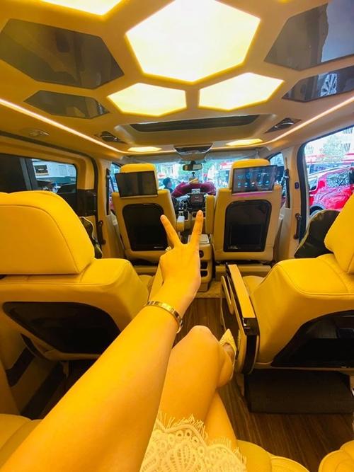 Nhật Kim Anh thiết kế lại nội thất bên trong xe, mang đến sự tiện nghi và thoải mái khi sử dụng.