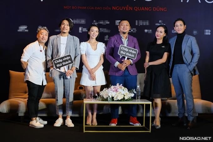 Từ trái qua: đạo diễn Nguyễn Quang Dũng, Kiều Minh Tuấn, Thu Trang, nhà sản xuất Phan Gia Nhật Linh, Hồng Ánh, Hứa Vĩ Văn.