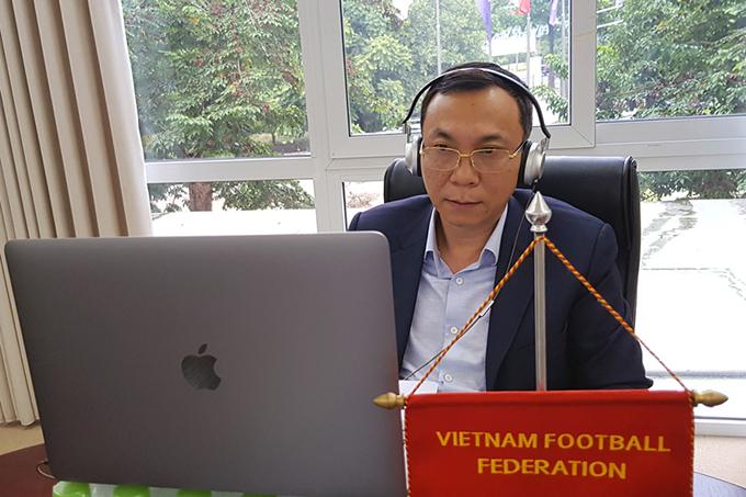Phó Chủ tịch VFF báo cáo tình hình hoạt động của bóng đá Việt Nam.
