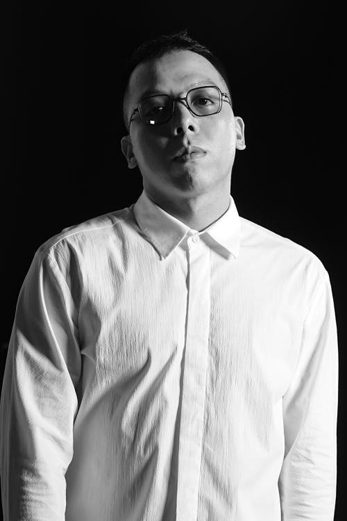 Ca khúc tiếp tục được sản xuất âm nhạc bởi Hoàng Touliver – ông xã của Tóc Tiên.