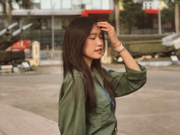 Nữ sinh Đại học Luật gây chú ý khi đăng ký thi Hoa hậu Việt Nam (2) - 14