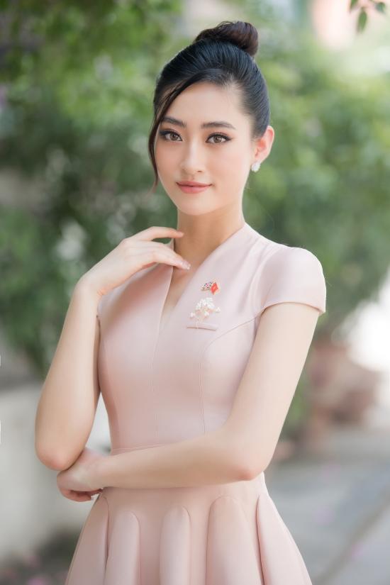 Gần đây, hoa hậu gốc Cao Bằng khiến công chúng bất ngờ khi lấn sân thị trường bất động sản và đảm nhận chức vụ Giám đốc phát triển dự án ở tuổi 20.