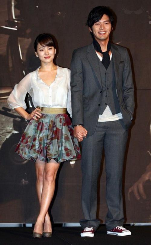 Song Hye Kyo và Hyun Bin có chiều cao tương đồng hai nhân vật trong bức ảnh lan truyền.