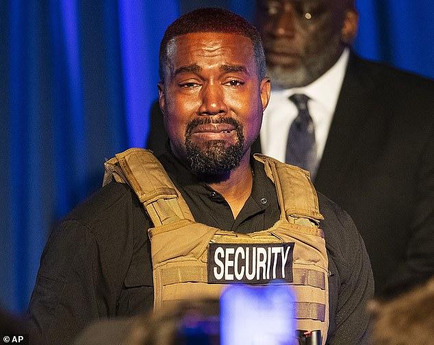 Kanye West có tiền sử bị rối loạn lưỡng cực khiến rapper nhiều khi mất kiểm soát về cảm xúc và lời nói.