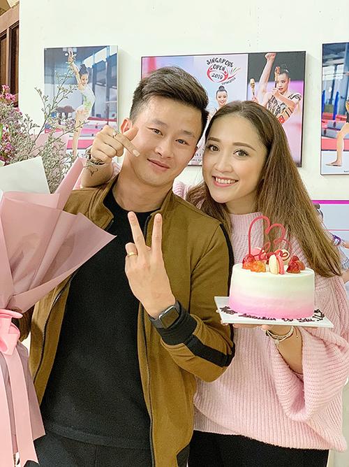 Minh Sang và Thu Hà đón sinh nhật cùng nhau hơn chục năm qua. Cặp đôihẹn hò nhau khi còn là VĐV ở tuyển quốc gia. Cặp đôi kết hôn năm 2014 và đã cùng nhau trải qua hơn chục