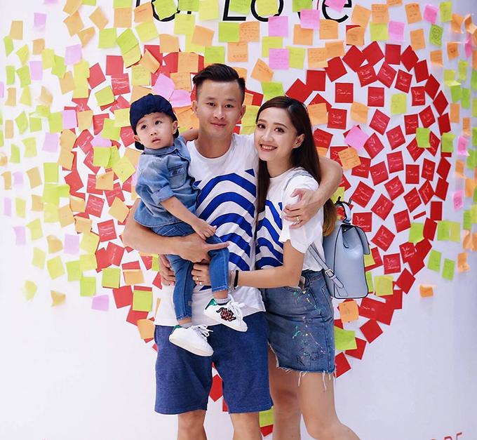 Bé Ken - con trai đầu lòng của hai người sinh năm 2015.