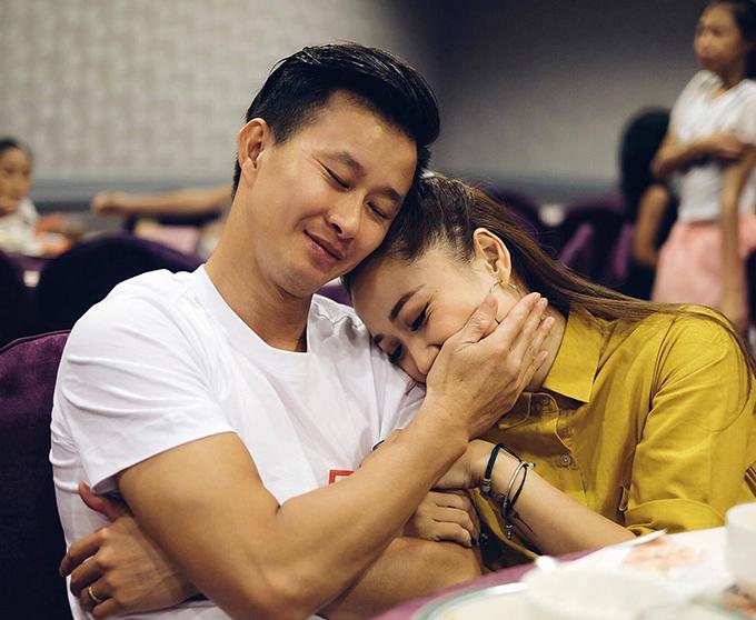 Sau 15 năm hẹn hò và chung sống, tình cảm của Minh Sang và Thu Hà ngày càng mặn nồng, hạnh phúc. Năm nay, vợ chồng anh vừa mua một căn chung cư khang trang để chuẩn bị ra ở riêng.