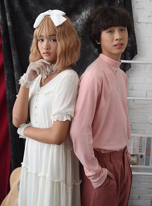Bé Bảo Kim 12 tuổi (trái) - thí sinh của chương trình Nhà thiết kế tương lai nhí 2020 - được mời đóng MV cùng Gia Khiêm.