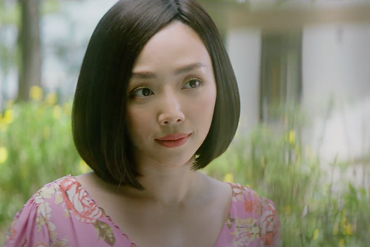 Khác với hình ảnh gợi cảm trong các MV nhạc dance, lần này Tóc Tiên trở về làm cô gái dịu dàng, nữ tính, kết đôi cùng Binz – nam rapper trẻ được biết đến với hình ảnh trai hư trong các ca khúc rap hiện đại.