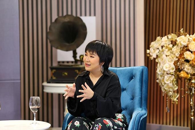 Huỳnh Tú là khách mời trong chương trình Chuyện Cuối Tuần chủ đề Tình yêu vượt tuổi tác được phát sóng vào 21h35 hôm nay ngày 1/8 trên kênh VTV9.