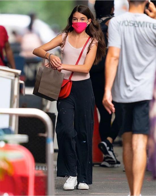 Suri gây bất ngờ khi xuất hiện vài lần trên phố vào tháng 7 với vóc dáng phổng phao.