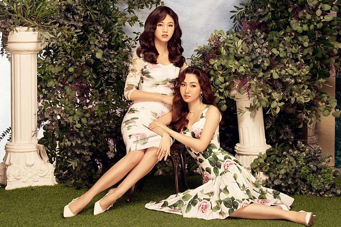 Thanh Tú (trái) và chị gái Trà My trong bộ ảnh mới. Cả hai được nhận xét khá giống nhau và không có nhiều khác biệt dù hơn kém hai tuổi.