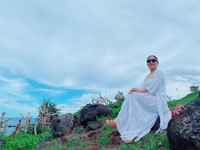 MC Cát Tường tận hưởng không gian tĩnh lặng, bình yên khi có mặt ở đảo Phu Quý, Bình Thuận.