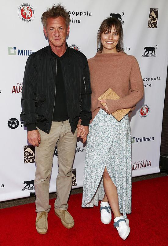 Sean Penn cưới bạn gái kém 32 tuổi sau bốn năm hẹn hò.