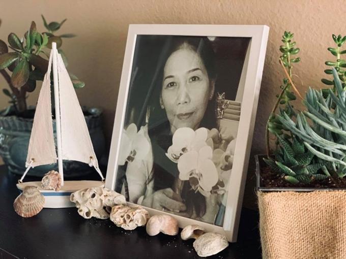 Kim Hiền tưởng nhớ mẹ.
