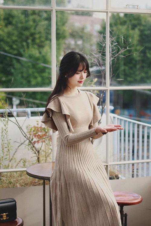 Trang phục từ len, vải nỉ, thun dày có khả năng giữ nhiệt cao sẽ giúp phái đẹp tránh các bệnh cảm cúm, cảm lạnh trong những ngày áp thấp nhiệt đới.